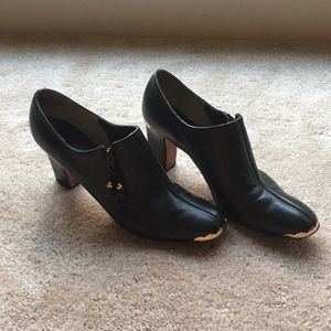 Narrow black heeled shoes